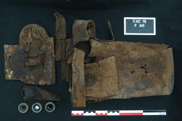 Sac en cuir pour jumelle périscopique ©Pôle archéologique du département de l'Aisne_fouille de Chermizy-Ailles-2015