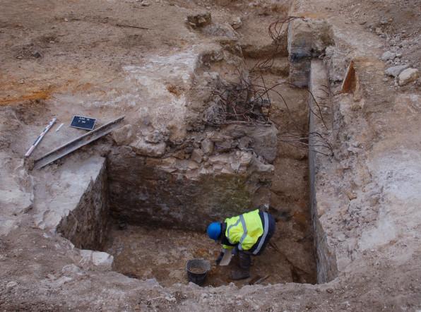 Vue d'un abri bétonné en cours de fouille ©Pôle archéologique du département de l'Aisne_fouille de Chermizy-Ailles-2015