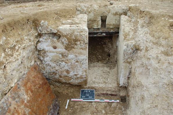 Vue d'un poste d'observation allemand en cours de fouille (2) ©Pôle archéologique du département de l'Aisne_fouille de Chermizy-Ailles-2015