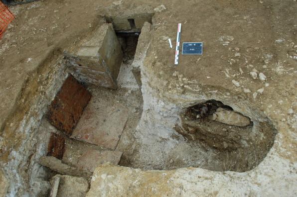 Vue d'un poste d'observation allemand en cours de fouille ©Pôle archéologique du département de l'Aisne_fouille de Chermizy-Ailles-2015